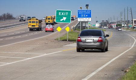 Адаптивная система управления для движения по автомагистралям