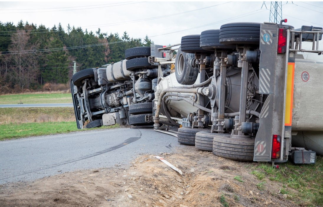 Опрокидывание грузового автомобиля