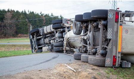 Система предотвращения опрокидывания грузовых автомобилей